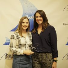 Emily Piskulick, Associate Social Media Manager, Glassdoor & Lauren McNiff, Marketing Program Manager, Strategic Accounts, Glassdoor with a KCA Award for Influencer Content.