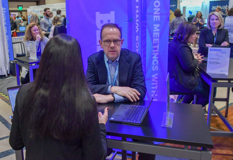 Howard Sewell of Spear Marketing Group gave advice to a fellow marketer at the #B2BMXpert Bar.